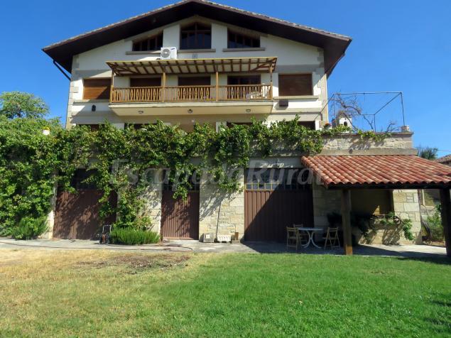 Elai etxea birding house casa rural en pobes lava for Casa rural mansion terraplen seis