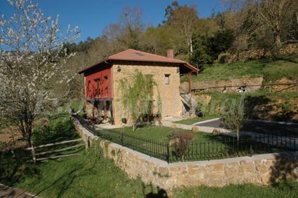 La escuela de santana casa rural en infiesto asturias - Muebles infiesto ...