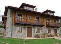 Casas de Aldea Peñanes (Asturias)