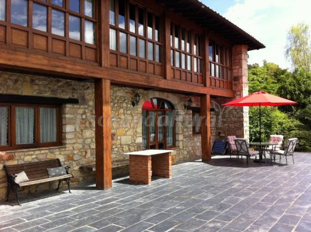 Casa rural el alloro casa rural en llanes asturias for Casas de hormigon asturias