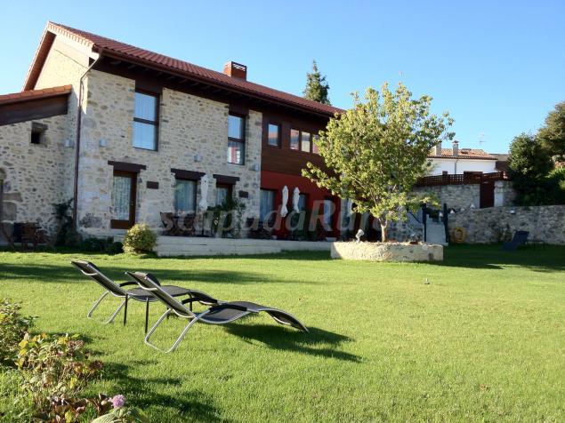 Apartamentos rurales el hospital de villahormes casa for Casas rurales en asturias con piscina