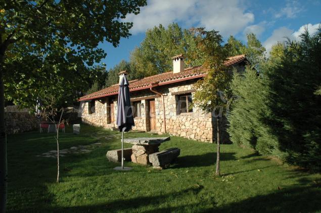 Casas rurales cimera y brincalobitos casa rural en hoyos del espino vila - Casas rurales en avila baratas ...