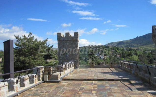 Castillo de la isla del burguillo casa rural en el barraco vila - Casa rural el castillo ...