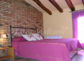 Casas rurales barcelona for Habitaciones completas baratas