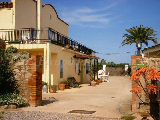 Can selleretas casa rural en vilamacolum girona - Can caponet casa rural ...