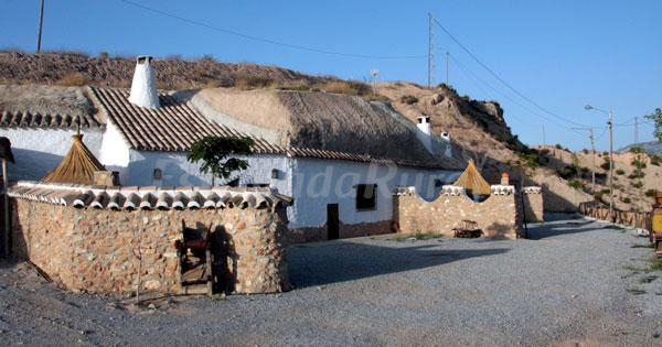 Cuevas pinomoj n casa rural en cuevas del campo granada - Casas cueva granada jacuzzi ...