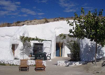 Cuevas alcobas casa rural en baza granada for Muebles ballesta baza