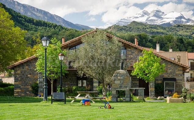 Casas la ribera casa rural en escalona huesca for Casa rural la balconada