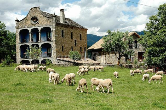 Casa arana casa rural en fiscal huesca for Casas rurales con piscina en castilla la mancha