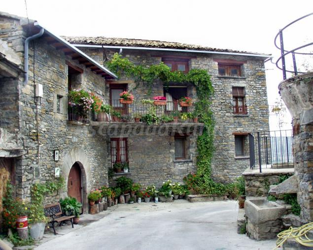 Casa lanau de latorrecilla casa rural en a nsa huesca - Casas rurales grandes ...