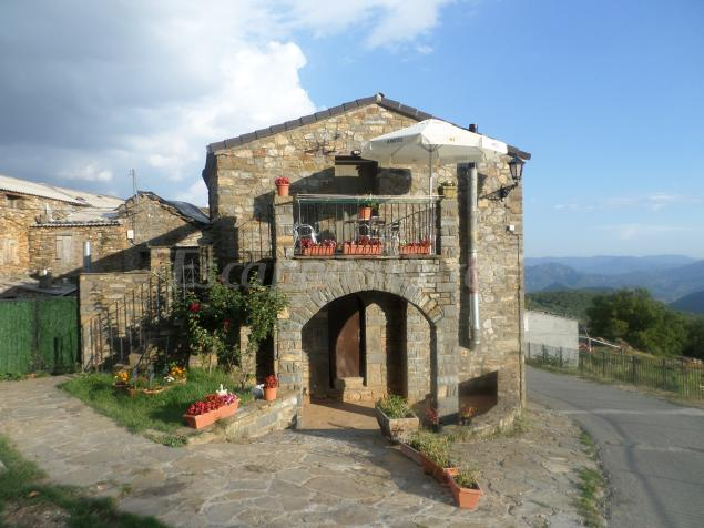 Casa ambrosio casa rural en oncins huesca - Casa rural huesca jacuzzi ...