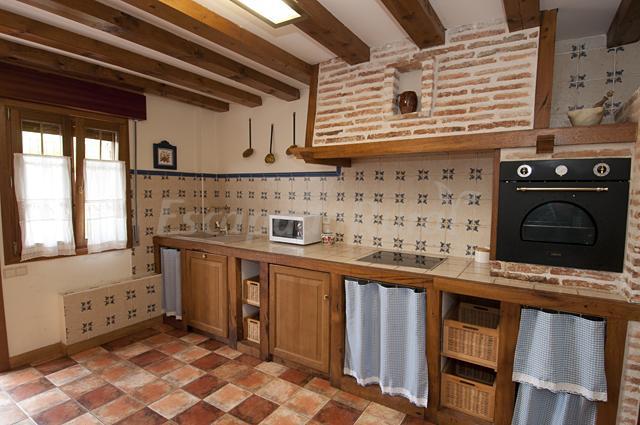 Fotos de casa el olmo casa rural en el rasillo de - Campana extractora rustica ...