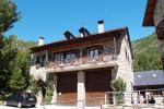 Casa La Comella y Apartamentos La Llucana (Lleida)
