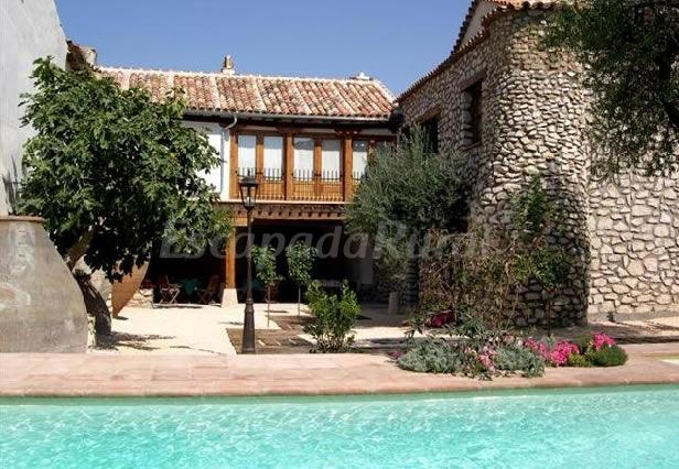 Fotos de la casa del t o luis casa rural en colmenar de for Casa rural romantica madrid