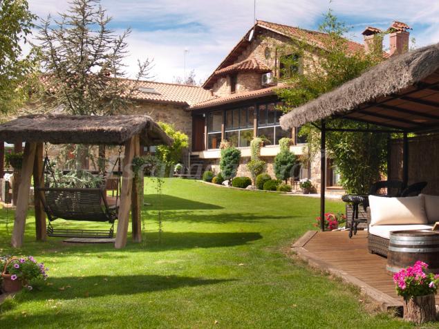 Saika rural casa rural en manjir n madrid - Casas con parcela baratas cerca de madrid ...