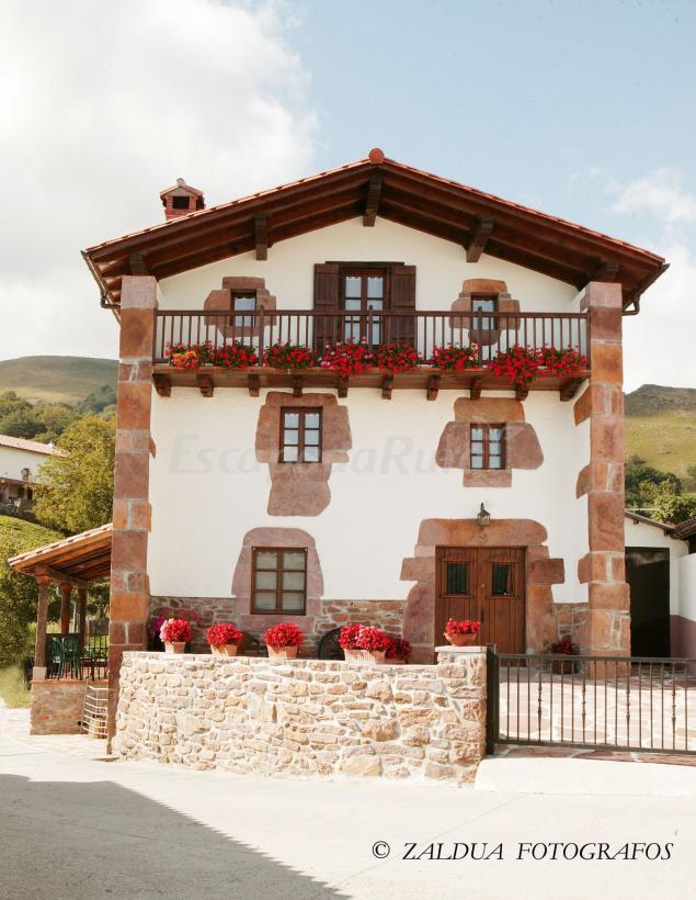Fotos de casa rural gananea casa rural en azpilkueta for Casas modernas rurales