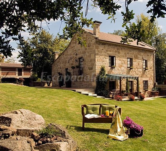 Casa da mui eira casa rural en cambados pontevedra for Jardines exteriores de casas de campo