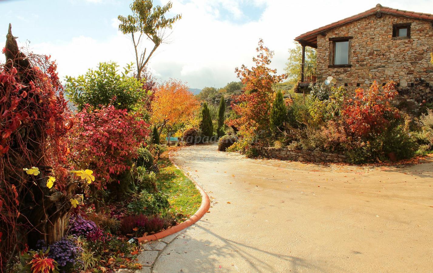 Fotos de jardines del robledo casa rural en san miguel del robledo salamanca - Jardines del robledo ...