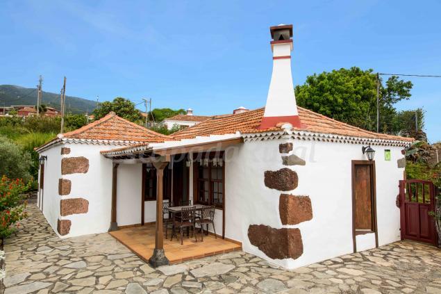 Casa la camelia casa rural en puntallana santa cruz de for Casas en santa cruz de tenerife