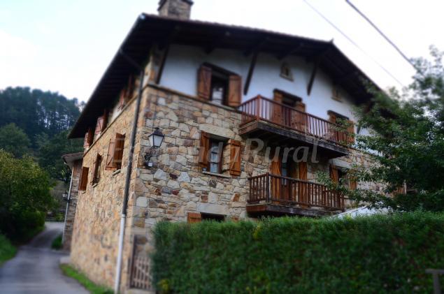 Caser o angoitia casa rural en zeanuri vizcaya - Caserios pais vasco ...