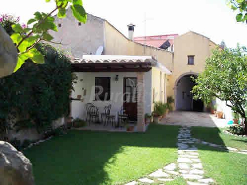 Casa mascia casa vacanze adolianova cagliari for Casa con 6 camere da letto in vendita vicino a me