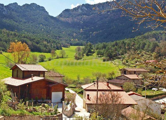 Apartamentos rurales berbea casa rural en barrio lava - Casa rural con piscina climatizada asturias ...