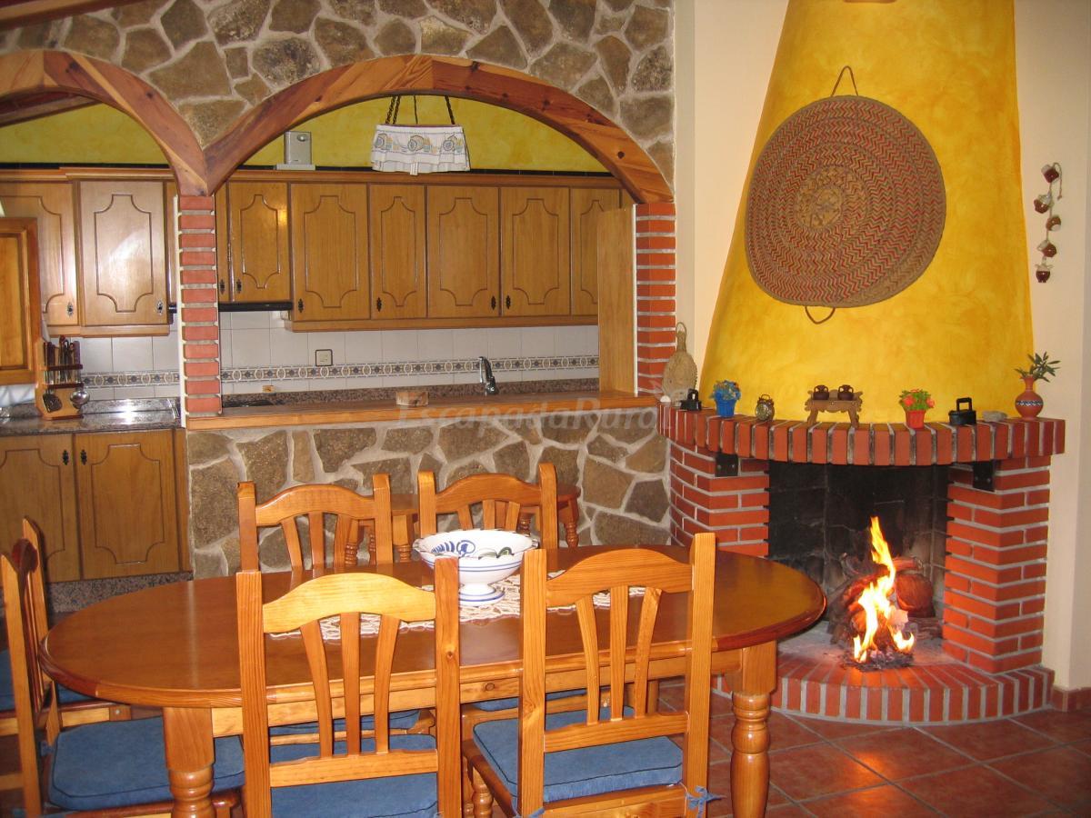Fotos de casas rurales villa turrilla casa rural en for Cocinas para casas rurales