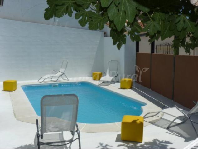 Casas rurales con piscina en alcal del j car for Casas rurales malaga con piscina
