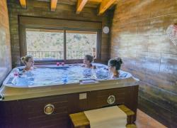 Jacuzzi privado en la casa Ten...