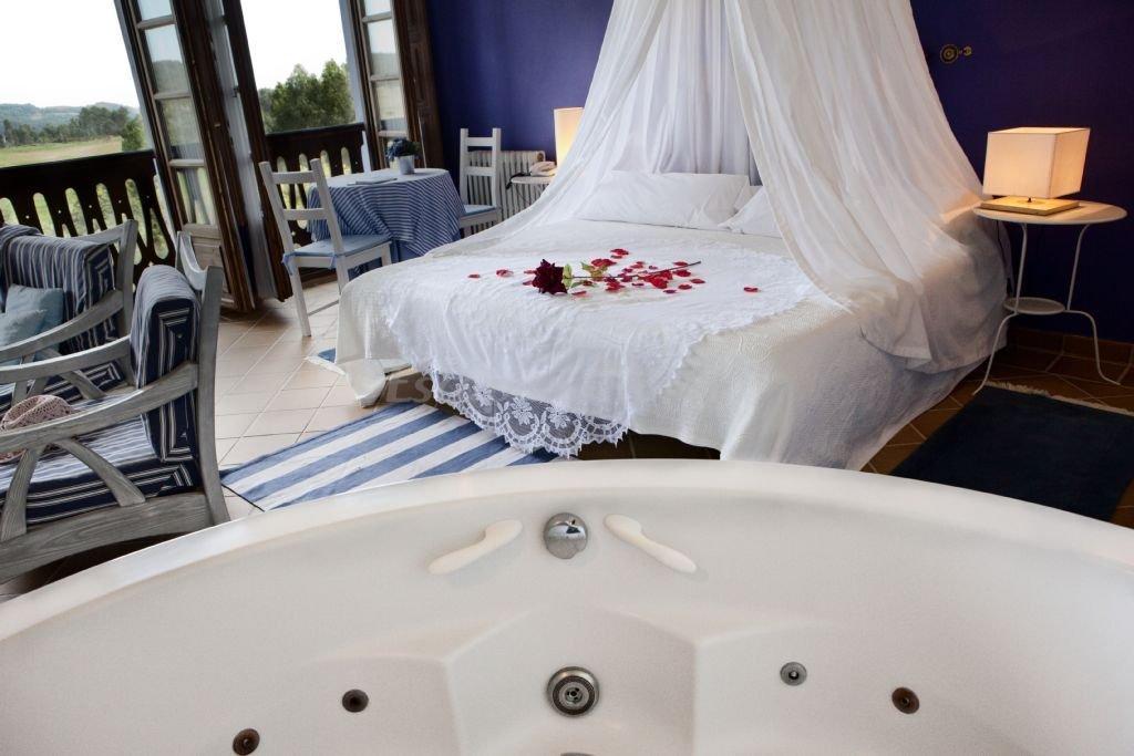 Fotos de hotel rural encanto la llosa de fombona casa for Hoteles con piscina asturias