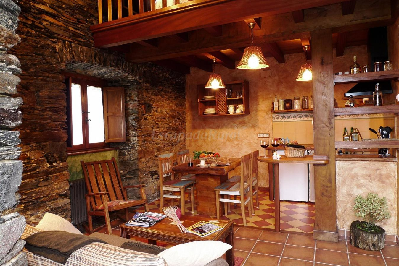 Fotos de apartamentos el bosque de las vi as casa rural for Fotos de decoracion rustica