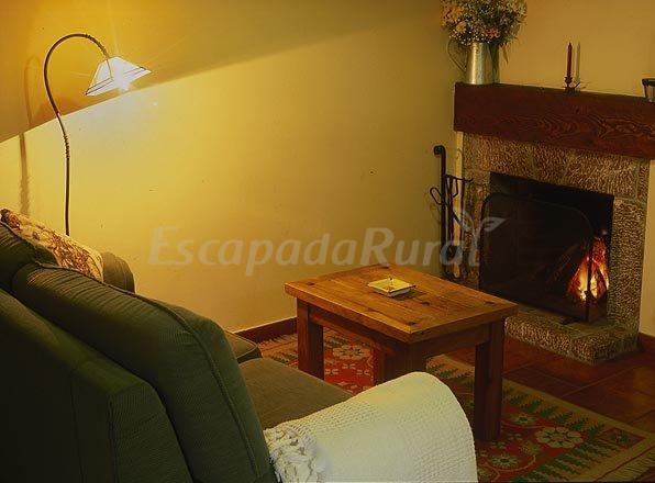 Fotos de casas rurales y apartamentos la riba casa rural for Casa rural con chimenea asturias