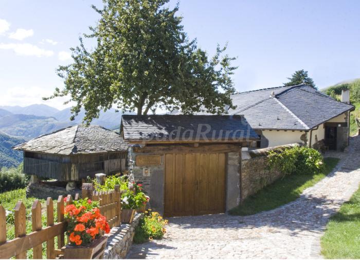 Fotos de casa bernardo casa rural en cangas del narcea - Casas rurales en asturias para 4 personas ...