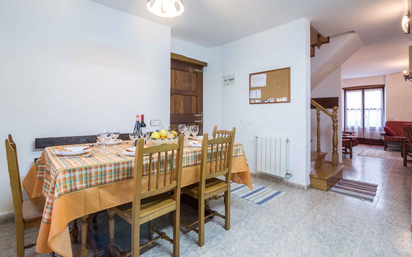 Fotos de apartamentos rurales casa cruceiro casa rural en castropol asturias - Apartamentos baratos asturias ...