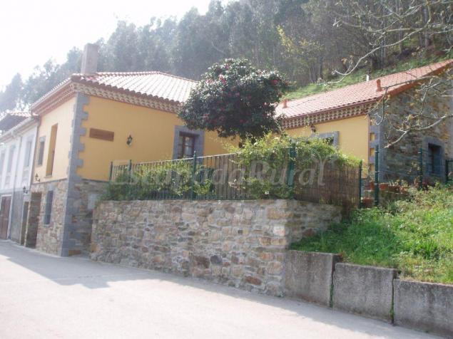 Apartamentos las camelias casa rural en cudillero asturias - Apartamentos baratos asturias ...