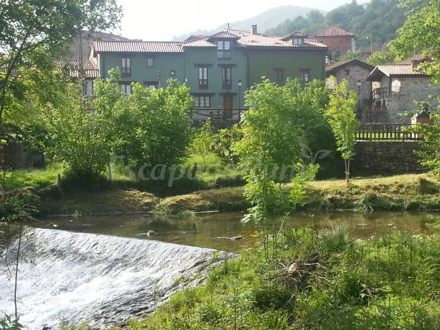 27 casas rurales en cangas de on s que admiten perros for Piscinas naturales valladolid