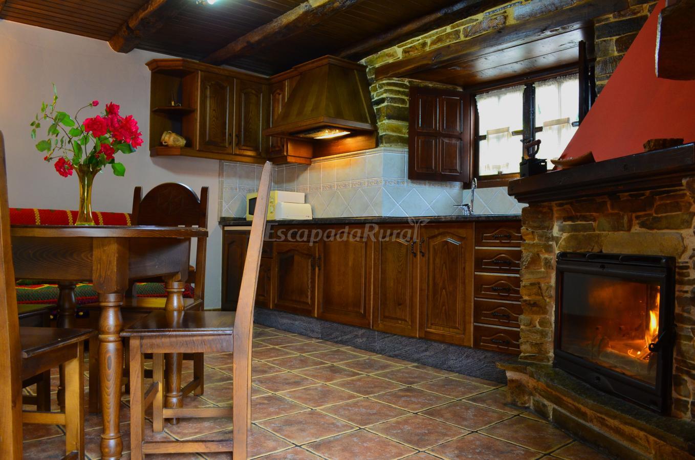 Fotos de apartamentos rurales casa freixe casa rural en - Cocinas rurales ...