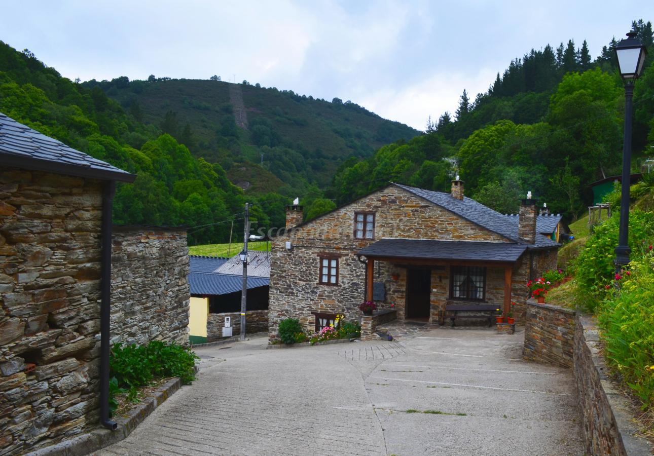 Foto di apartamentos rurales casa freixe casa rural en - Fotorural asturias ...