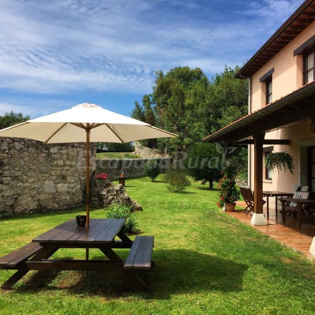 Hotel rural el texeu casa rural en llanes asturias for Hoteles con piscina asturias