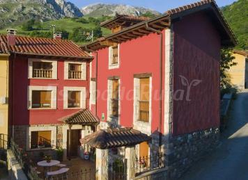 Apartamentos y Casa Rural La Regoria