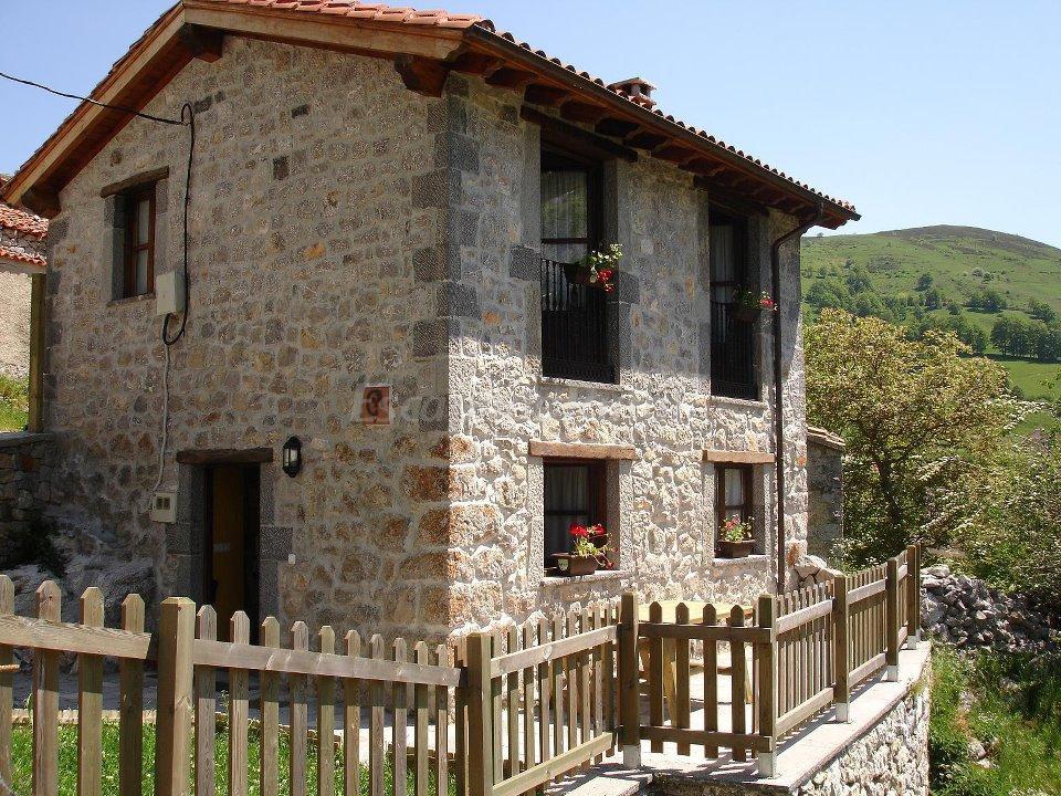 Fotos de casa de aldea el canalizu l 39 abeya casa rural en cabrales asturias - Casa rural cabrales ...