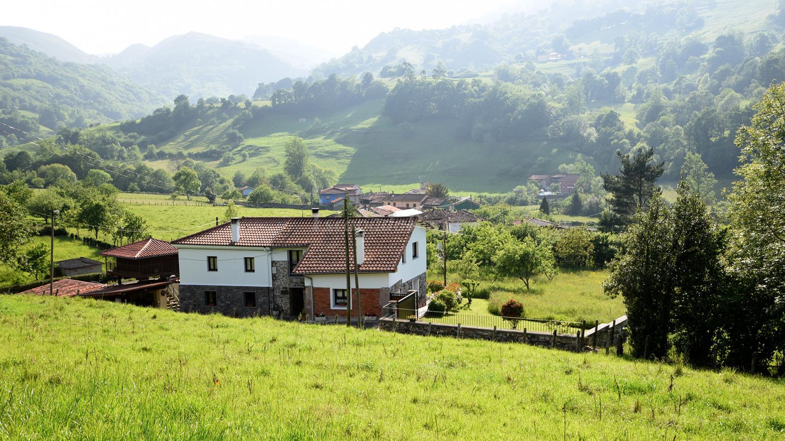 Fotos de casa la peruya casa rural en grado asturias for Casa rural jaraiz de la vera