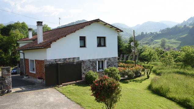 Casa la peruya casa rural en grado asturias for Casa rural minimalista