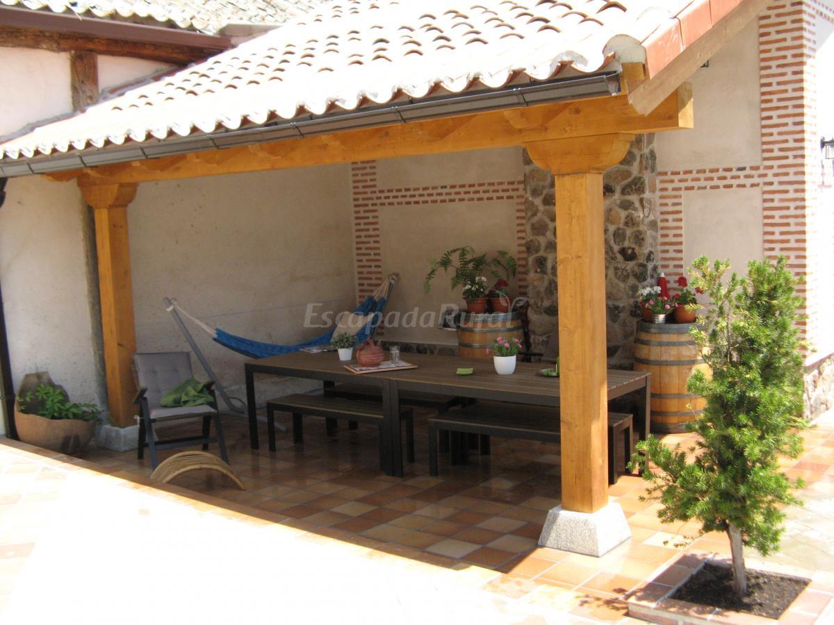 Fotos de el apartamento la tienda casa rural en adanero - Fotos porches rusticos ...