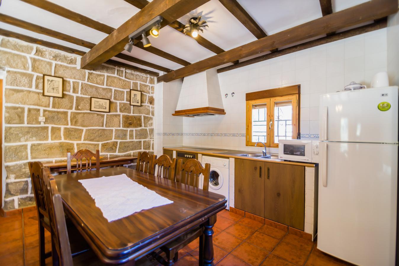 Fotos de casas rurales maury casa rural en el barraco vila - Casa rural original ...