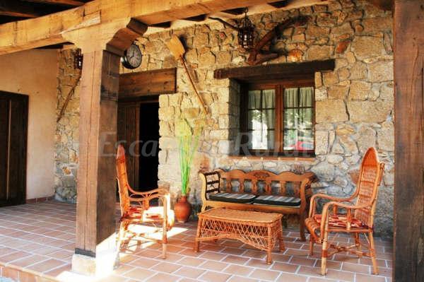 Fotos de casa rural las f bulas casa rural en pedro for Entradas de casas rusticas