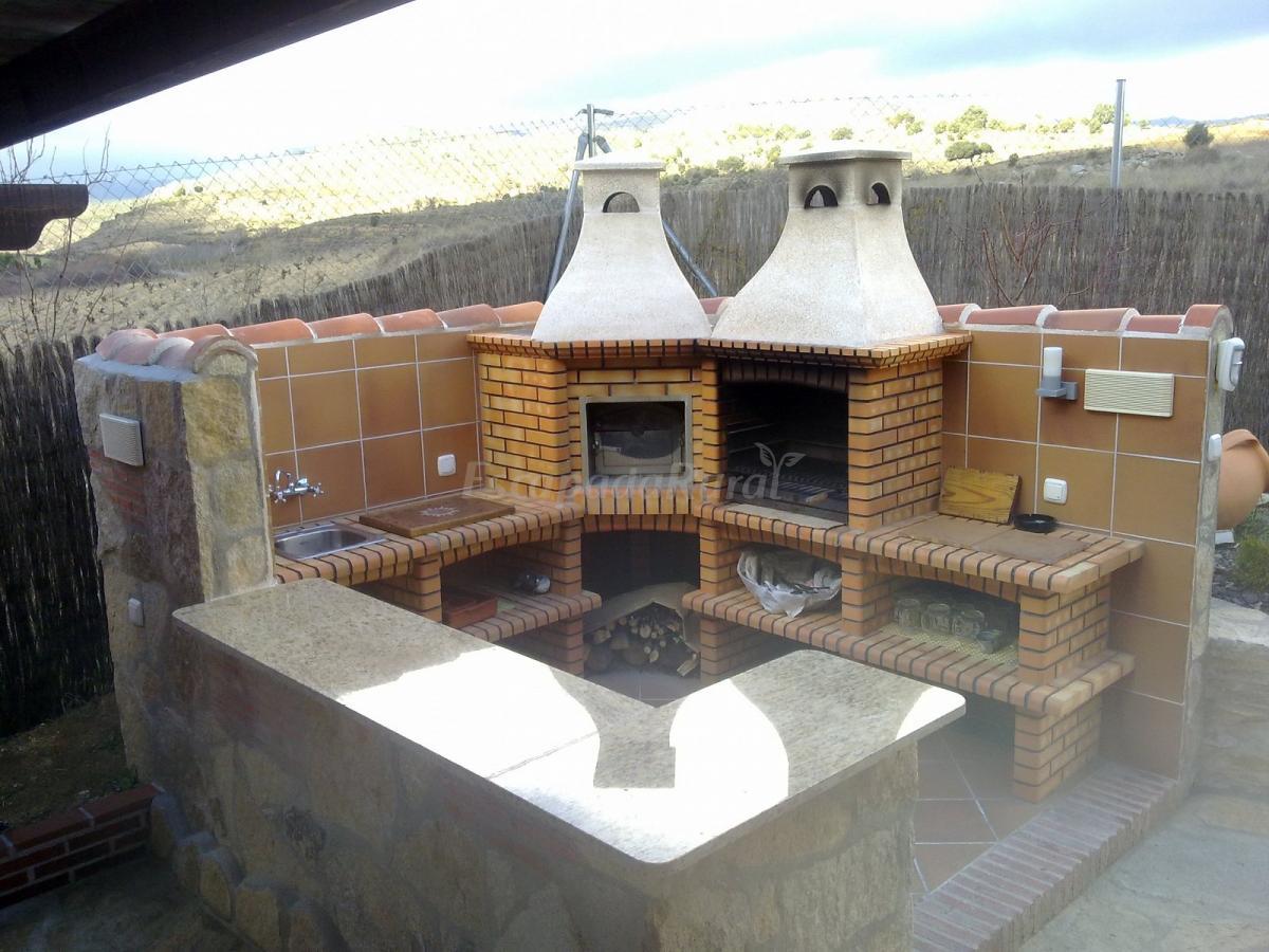 Fotos de la vi a del abuelo casa rural en burgohondo vila - Barbacoas y hornos de lena ...
