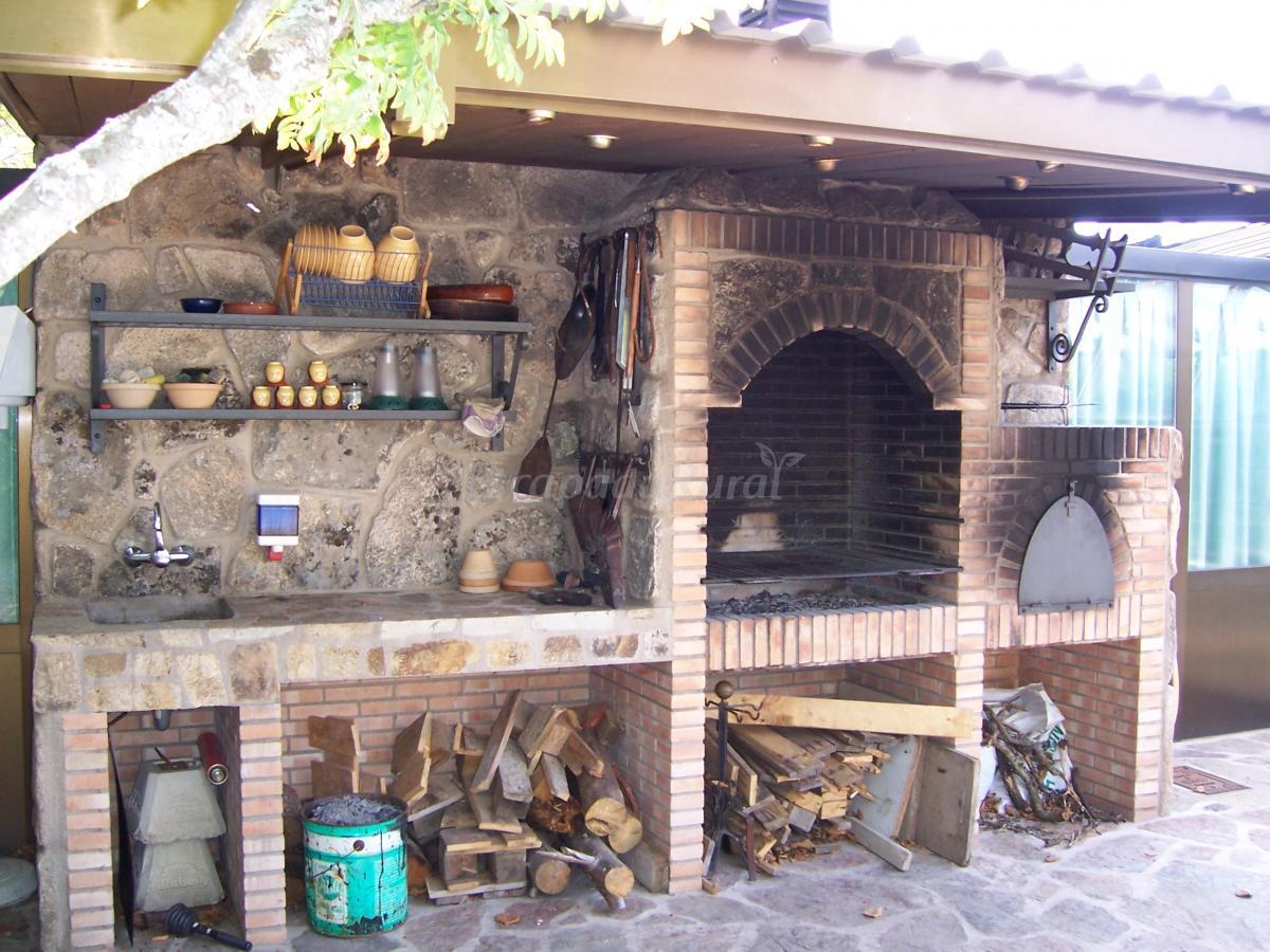 Fotos de casa rural los ciegos casa rural en peguerinos for Horno de lena y barbacoa