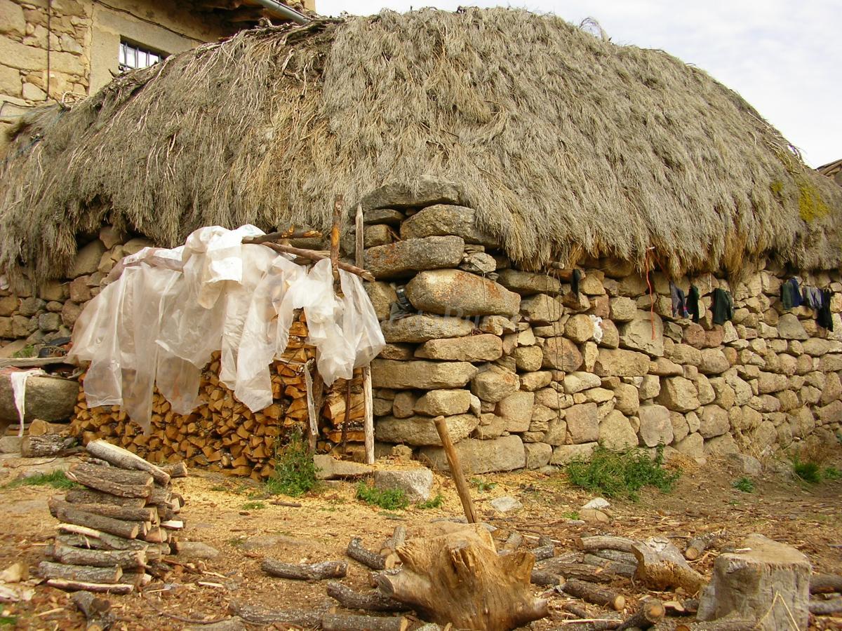 Fotos de el taller casa rural en san bartolom de tormes for Casa rural el jardin de san bartolome