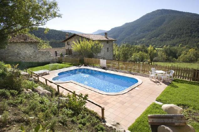 Masia sarga casa rural en la pobla de lillet barcelona for Casas con piscina barcelona